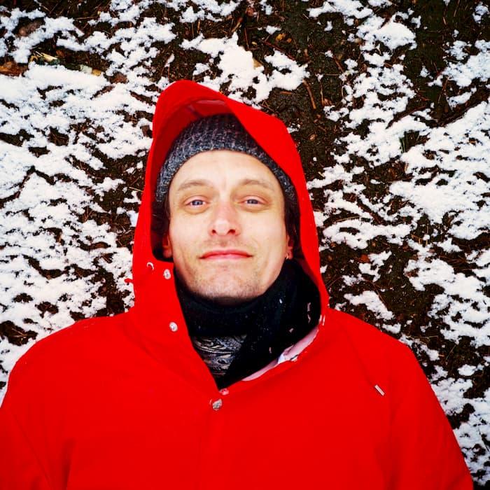 Casper Clausen & co: 'April' - A sensorial live stream